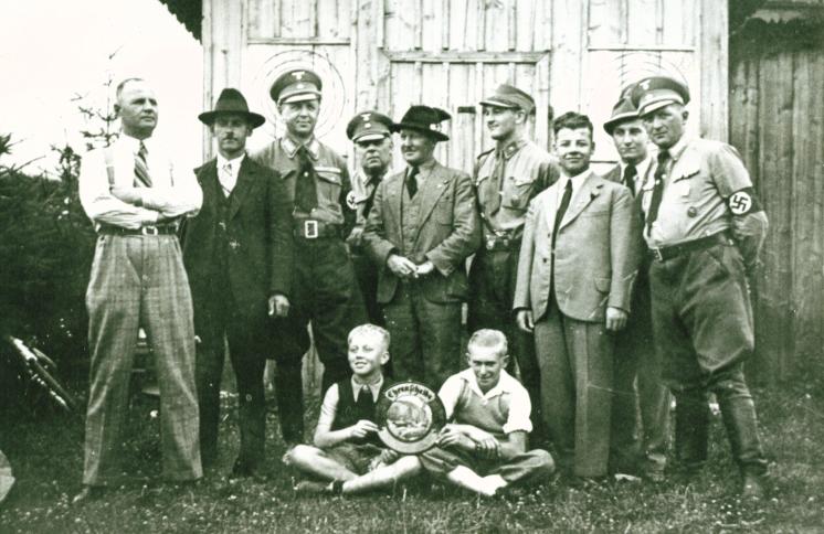Archivbild einer Gruppe während der NS-Zeit um 1940
