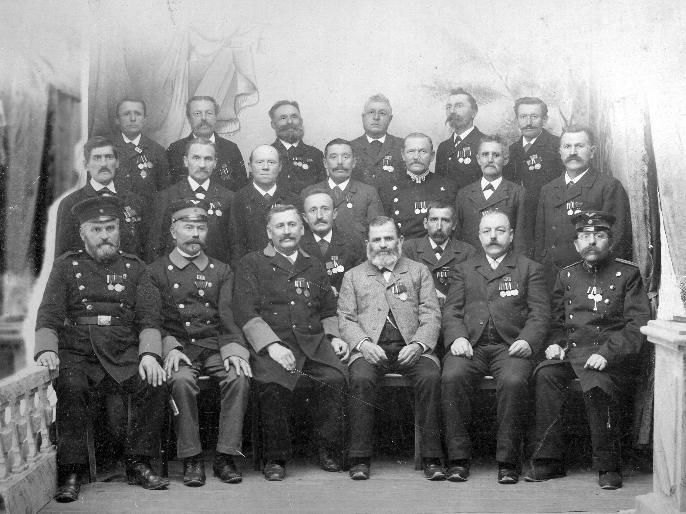 Archivbild: Gruppenbild des Krieger-Vereins bei der Hauptversammlung am 3. April 1927