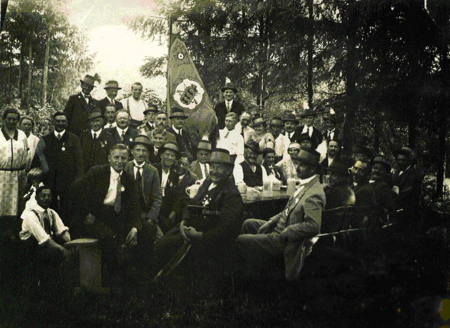 Archivbild einer Gruppe von Schützen um 1930