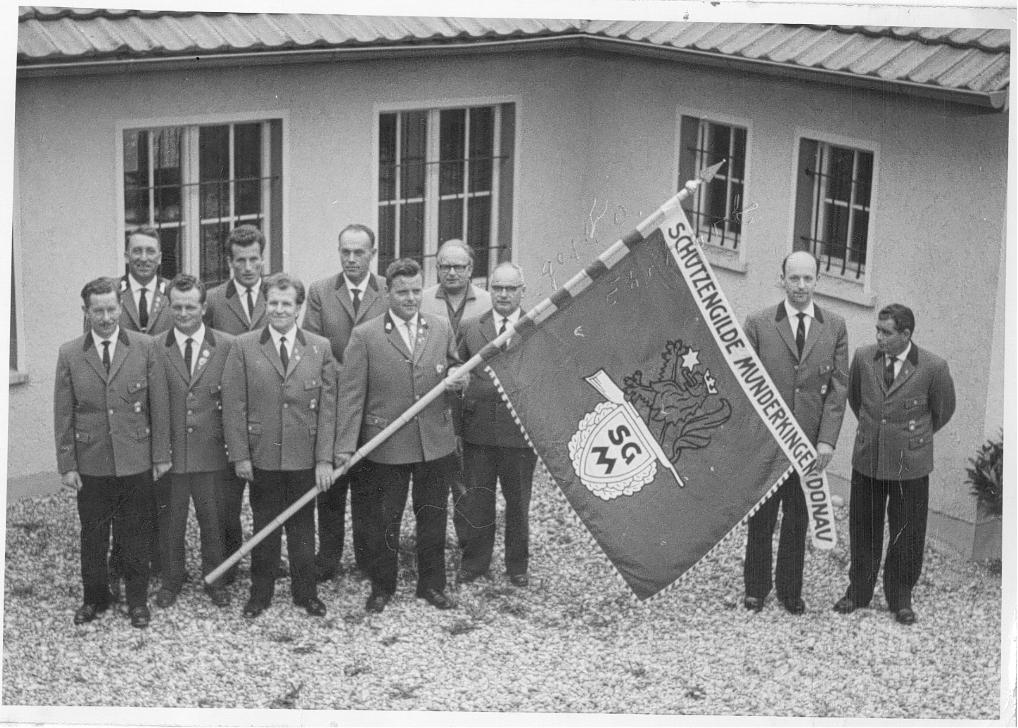 Schwarzweiß Bild einer Gruppe Schützen des Schützenvereins Munderkingen